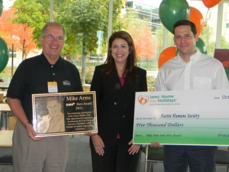 Mike Arms-Iams  Hero Award to Austin Humane Society