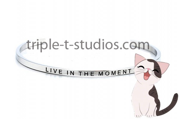 Live in the moment Cat Credo