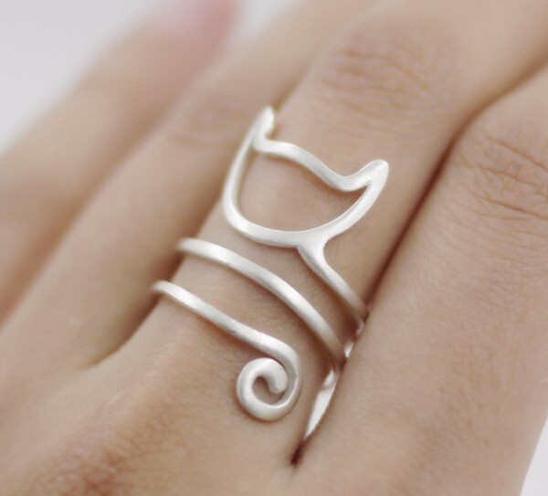 Cat tail ring on finger